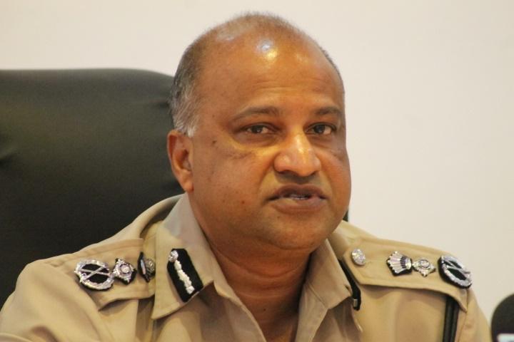 cop_seelall