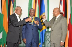 President David Granger, Prime Minister of Barbados, Freundel Stuart and Chancellor of the Judiciary, Justice Carl Singh toasting to the friendly relations between Guyana and Barbados