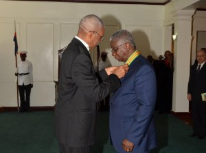 President David Granger conferring Prime Minister of Barbados, Freundel Stuart with the National Award, the Order of Roraima