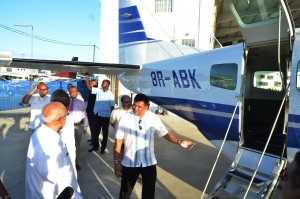 Brian Tiwari escorting President Ramotar for a tour of the Cessna Grand Caravan in August, 2014. (Guyana Times photo)